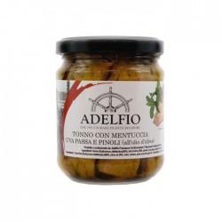 Tonno con mentuccia, uva passa e pinoli all'olio d'oliva